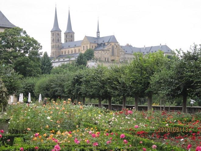 バラ園とミヒャエル教会