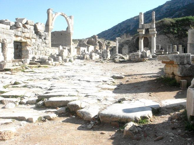 ドミティアヌス神殿とポリオの泉