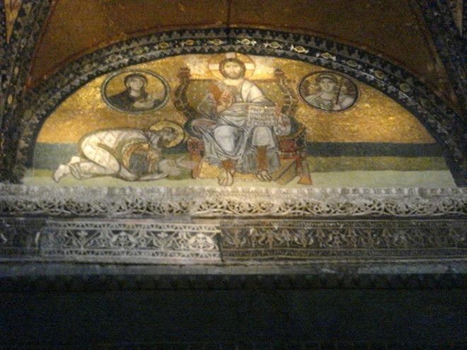 南入口のキリストと皇帝のモザイク画
