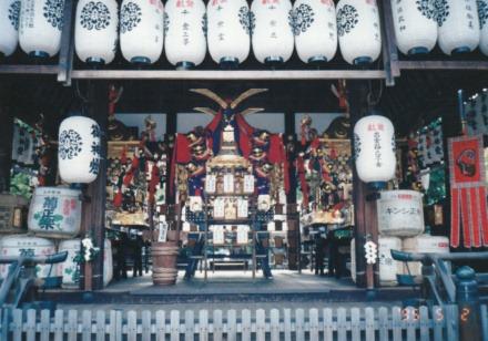 62上御霊神社拝殿神輿