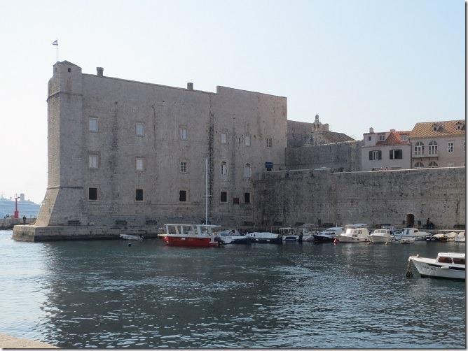 旧港から聖イヴァン要塞