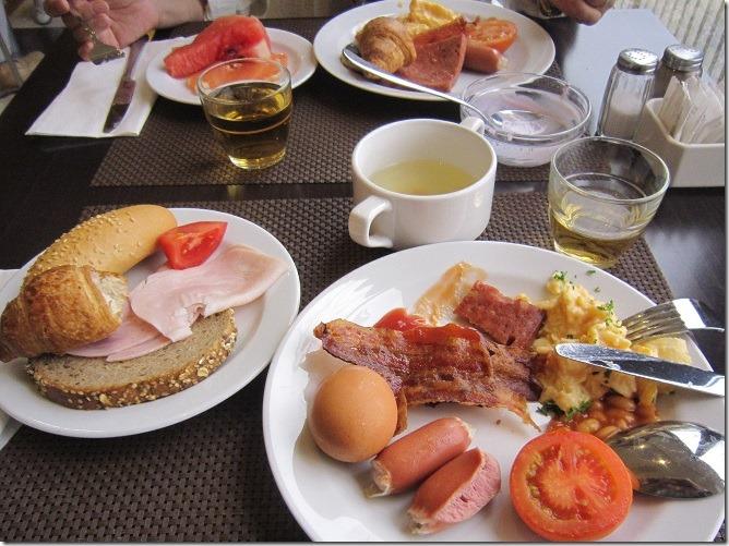 01プラハ朝食