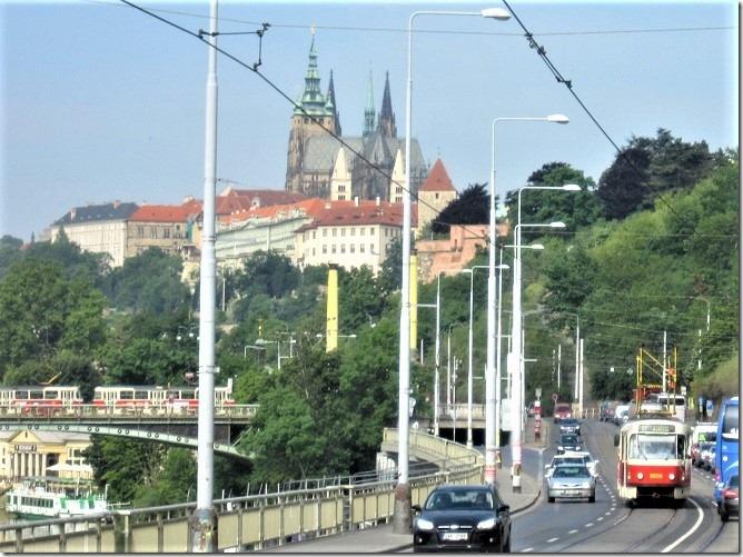 03プラハ城への道1