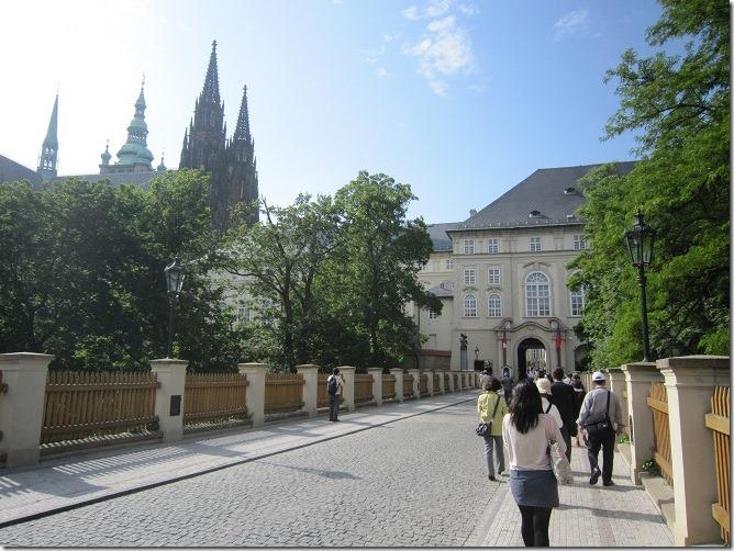 05プラハ城内への道