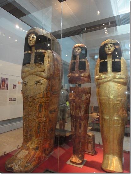 金箔を施した木製の内棺1