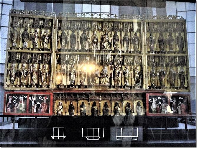 40体の聖人像