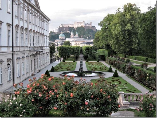 01ミラベル宮殿からザルツブルク城を