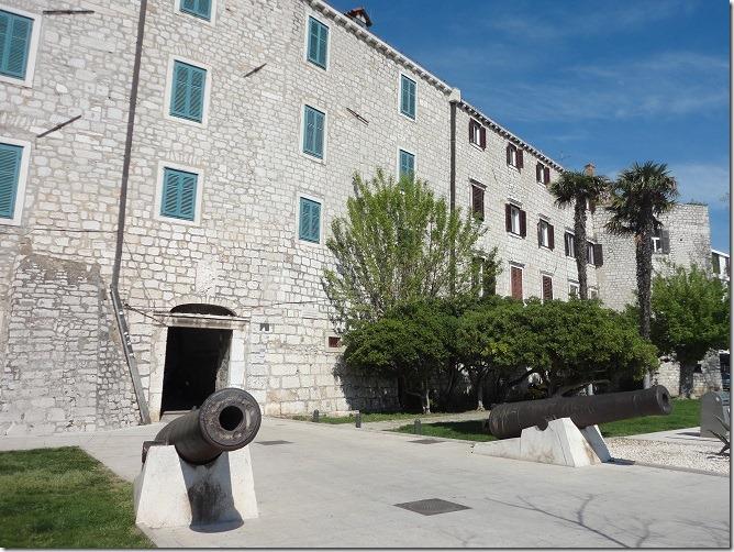 城壁と大砲