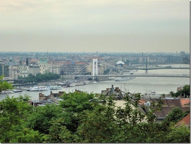 エルジェーベト橋と自由橋