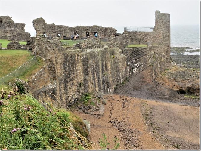 海に突き出た岬・岩盤上に築かれたセントアンドリュース城
