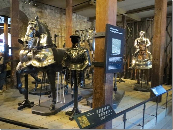 ホワイトタワー内に展示されている甲冑などの武具